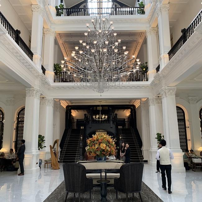 ラッフルズホテルのグランドロビー