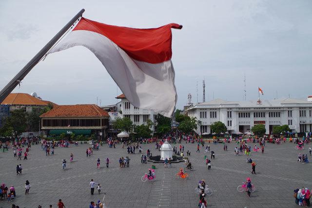 歴史あるインドネシアの広場